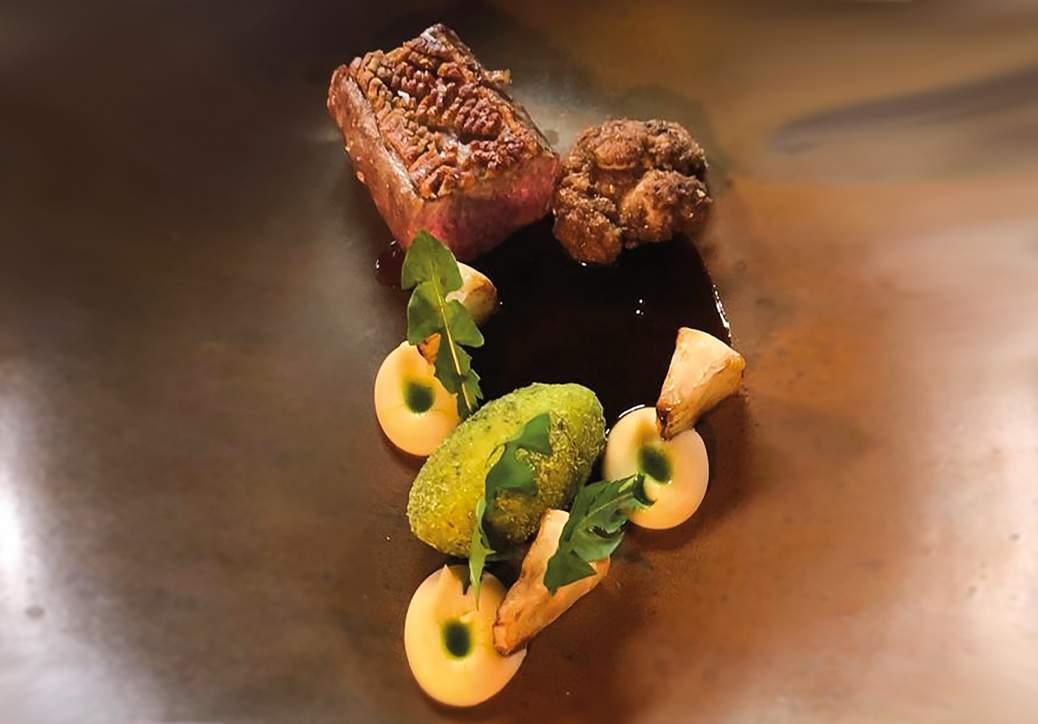 Eifeler Lammrücken und Bries mit Rübchen, Grießklößchen, Pastinakenpüree und  Löwenzahnöl